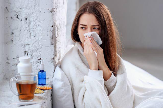 علل و راه های درمان گرفتگی بینی (10 روش خانگی موثر)