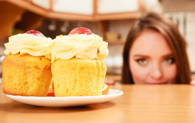 تعبیر خواب شیرینی   شیرینی خوردن یا تعارف کردن شیرینی در خواب چه تعابیری دارد؟