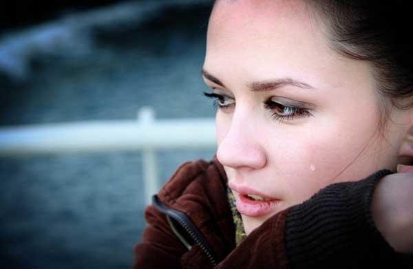 با فواید و مضرات گریه کردن برای جسم و روح آشنا شوید