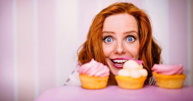 تعبیر خواب شیرینی | شیرینی خوردن یا تعارف کردن شیرینی در خواب چه تعابیری دارد؟