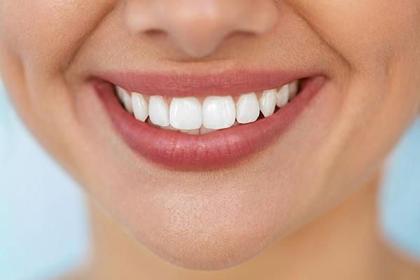 1474893967 parsnaz com 8 روش خانگی برای سفید شدن دندان