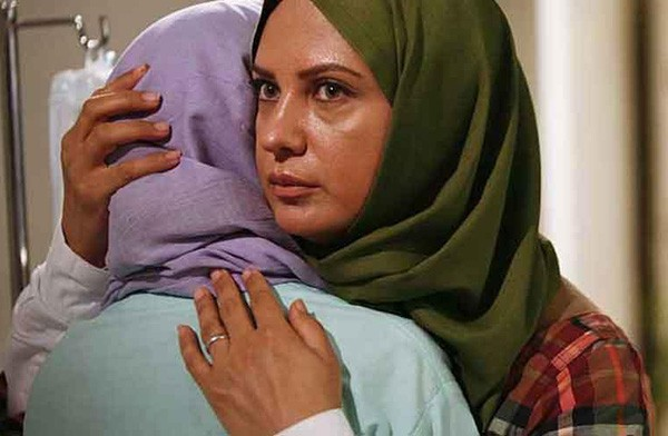 عکس و اسامی بازیگران سریال مادرانه + داستان و حواشی سریال مادرانه