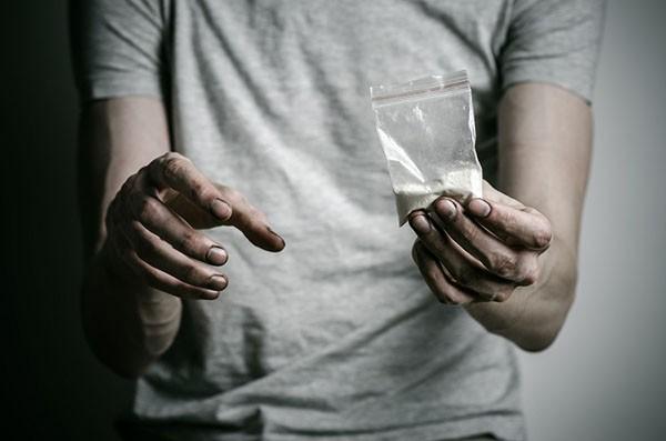علائم اعتیاد به مواد مخدر   چگونه یک فرد معتاد را بشناسیم؟