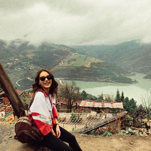 بیوگرافی و عکس های سرا کوتلوبی بازیگر نقش جمره در استانبول ظالم
