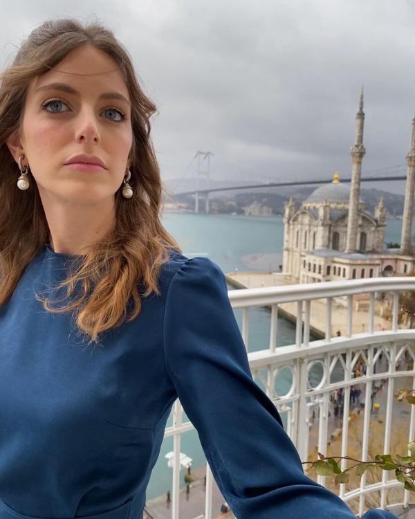 بیوگرافی و عکس های بیگه اونال bigeonal@ بازیگر مشهور ترکیه ای