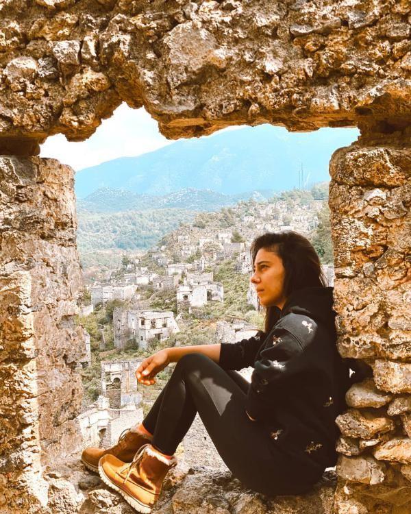 بیوگرافی و عکس های هیودا زیزان آلپ hivdazizanalp@