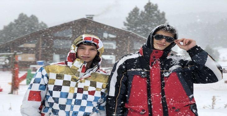 نکات مهم برای پوشیدن لباسهای رنگی در فصل سرما یک راهنمای کامل برای آقایان