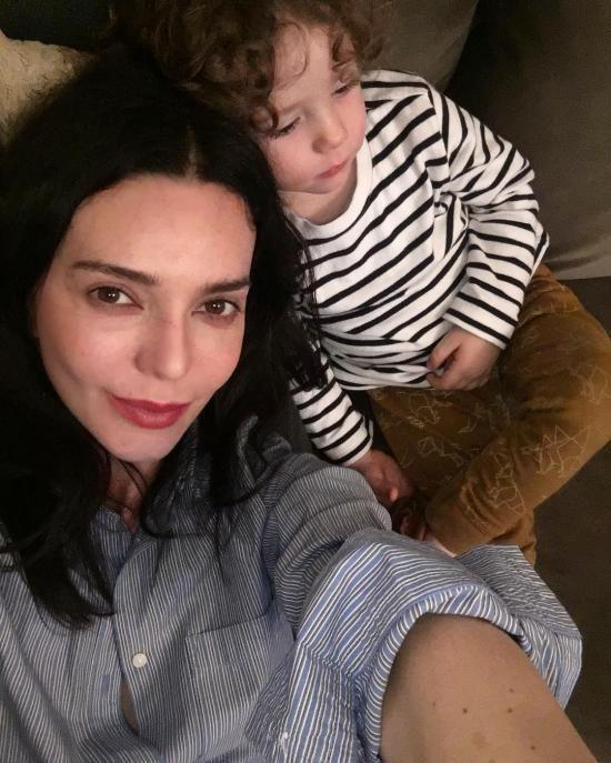 بیوگرافی هانده آتایزی و همسرش + عکس های هانده آتایزی