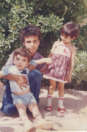 تصاویر کودکی عادل فردوسی پور به همراه خواهر و برادرش