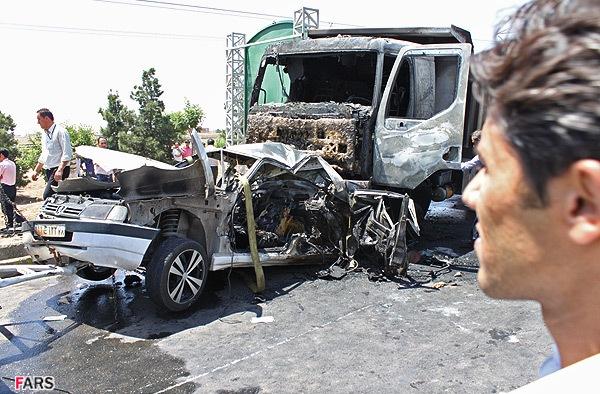 نمایش پست :تصادف وحشتناک و سوخته شدن 2 سرنشین خودرو + عکس