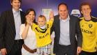 بستن قرارداد  فوتبال با پسر بچه 18 ماهه + عکس