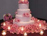 گلآرایی بر روی کیک …