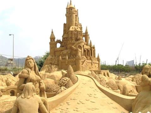 تصاویر جالب و دیدنی از مجسمه های شنی