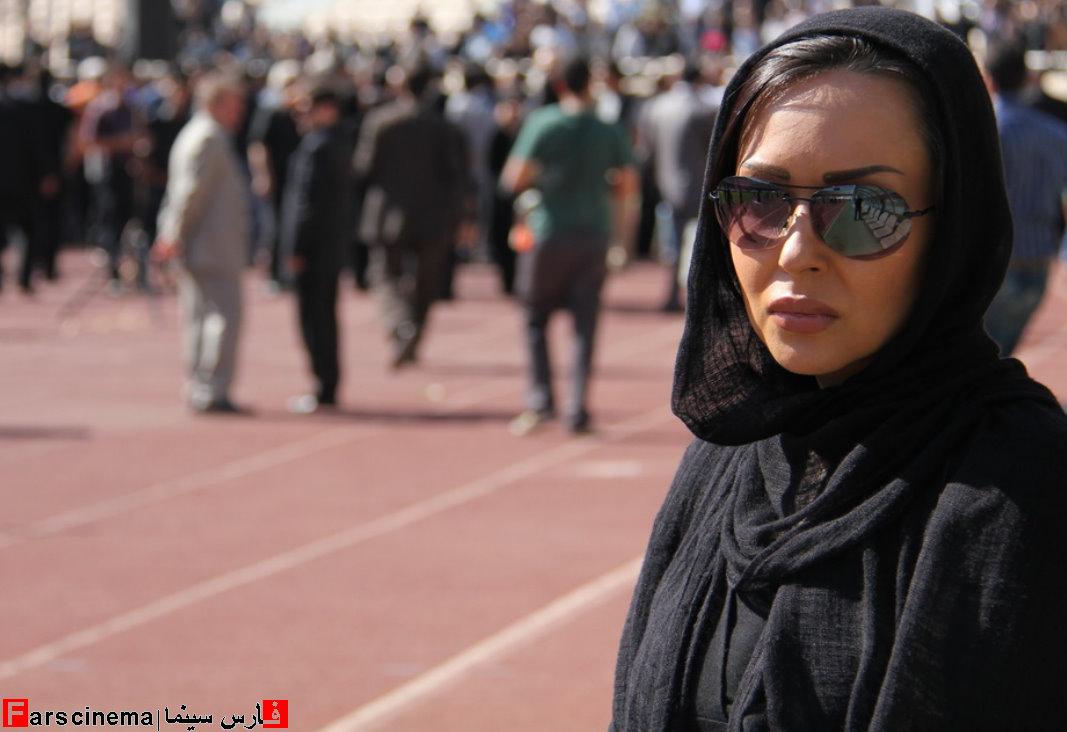 عکس پرستو صالحی و فرزاد حسنی در مراسم تشییع ناصر حجازی