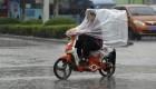 موتور سواری در باران (عکس)