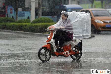 نمایش پست :موتور سواری در باران (عکس)