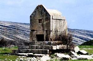 مقبره ای شبیه آرامگاه کوروش در دشتستان