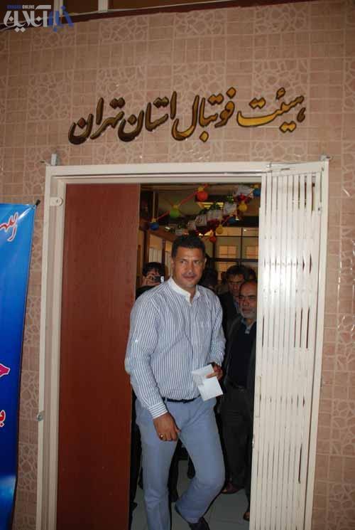 علی دایی قراردادش را در هیات فوتبال تهران ثبت کرد+تصاویر