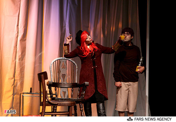 عکس های جنجالی از تئاتر هدا گابلر..!