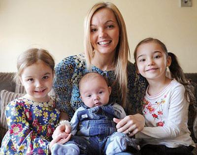 عجیب ترین مادر جهان به همراه 3 دخترش +(عکس)
