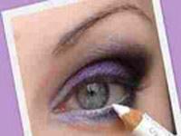استفاده از مداد سفید برای میکاپ وآرایشی تمیز و زیبا