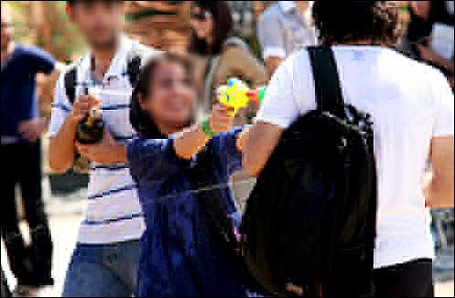 دختران بد حجاب در جشن آب پاشی تهران : گزارش تصویری