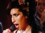 جسد خواننده زن معروف جنجالی سوزانده شد+عکس