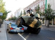 اقدام تعجب آور شهرداری نسبت به یک خودرو+ عکس