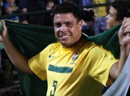 رونالدو فوتبالیست حرفه ای برزیل رسما خداحافظی کرد!!