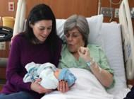 مادربزرگی که نوه اش رابه دنیا آورد+عکس