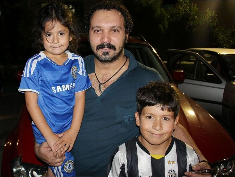 عکسی از کامبیز دیرباز به همراه پسر و دخترش !