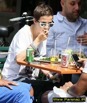 عکس های خنده دار از افراد معروف در حال خوردن غذا