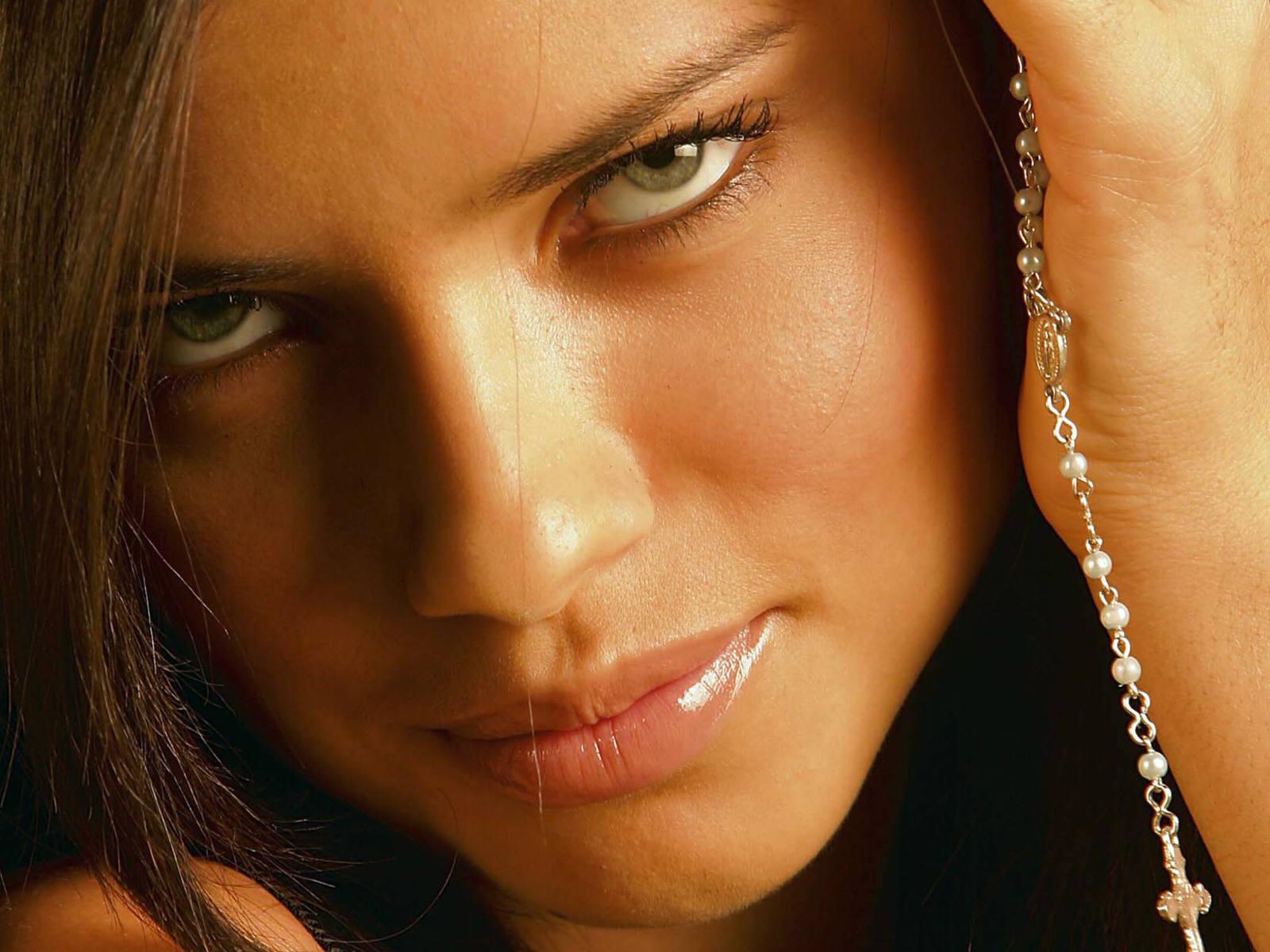 روابط نامشروع در چه زنانی زیاد است؟