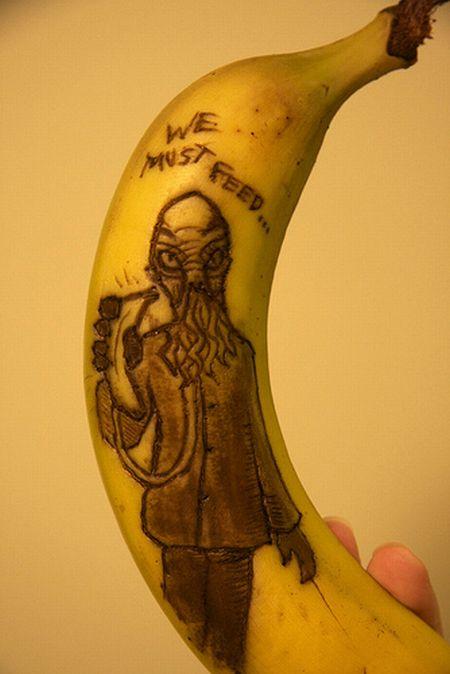 www.parsnaz.ir - طراحی شگفت انگیز و خلاقانه روی پوست موز+ تصویر