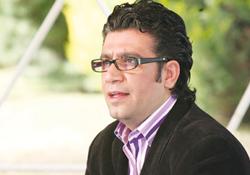 رضا رشیدپور در شبکه ماهواره ای ایرانیان + عکس