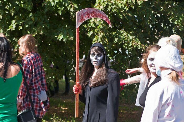 فستیوال راه پیمایی دختران و پسران مرده + تصویر