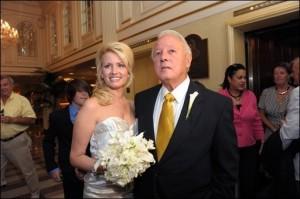 ازدواج فرماندار 84 ساله با دختر 32 ساله + تصویر