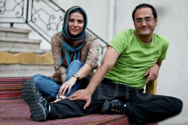 www.parsnaz.ir - رامبد جوان در حال سوت زدن در کنار همسرش