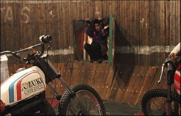 تنها دختر موتورسوار دیوار مرگ ایران + گزارش تصویری