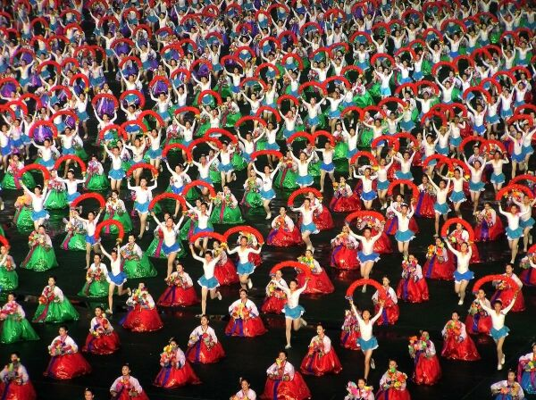 عکسهای بسیار دیدنی از رقص گروهی درکره شمالی