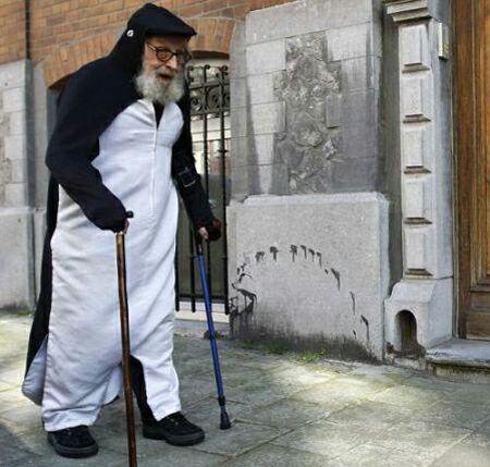 مردی که 40 سال است مثل پنگوئن زندگی می کند + عکس