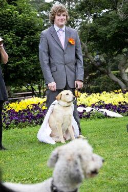 عکس پسری که عاشق سگ شد و با او ازدواج کرد