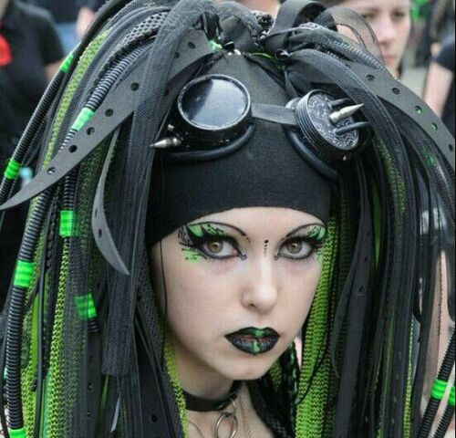 عکس های باور نکردنی از آرایش عجیب دختران شیطان پرست