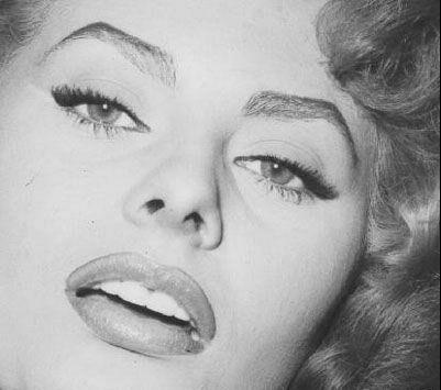 عکس هایی دیدنی از 10 زن با زیباترین چشمان جهان