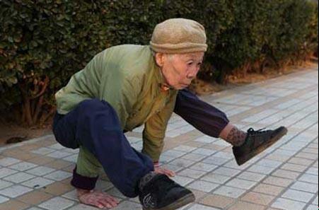www.parsnaz.ir - اگر 82 ساله شدی و توانستی اینجوری باشی مردی + عکس