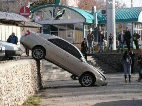 عکس های خنده دار از پارک کردن ماشین توسط دختران