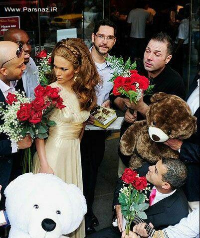 علاقه هواداران جنیفر لوپز به مجسه وی!! + عکس