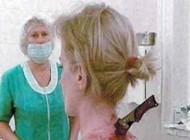 دختر 22 ساله ای که با چاقو در گردنش باز هم زنده ماند