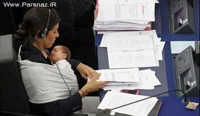 شیر دادن به بچه در صحن علنی مجلس!! + عکس