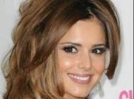 خواننده زن زیبا و معروف که عادتی بد و ناپسند دارد + عکس